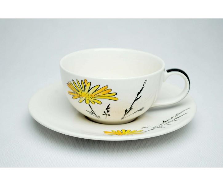 Bílý šálek s podšálkem Louka žluté květy