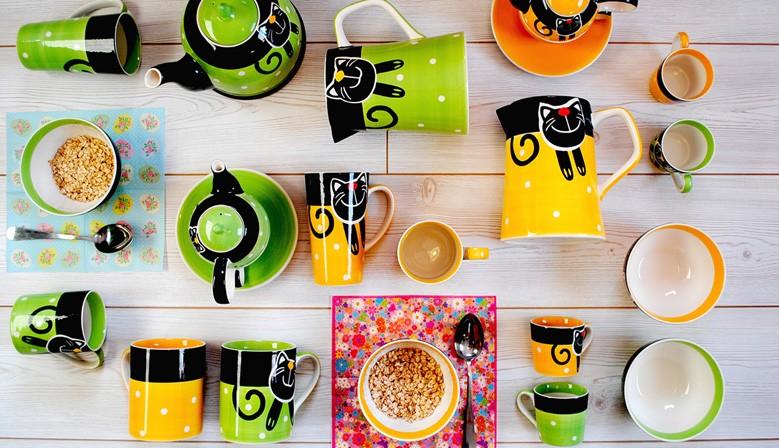 Žlutá a zelená veselá kočka